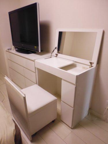 寝室の収納付きドレッサー
