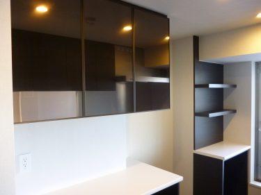 食器棚をもっとおしゃれに!アルミフレームガラス扉はフレームの種類・カラーも選べます。
