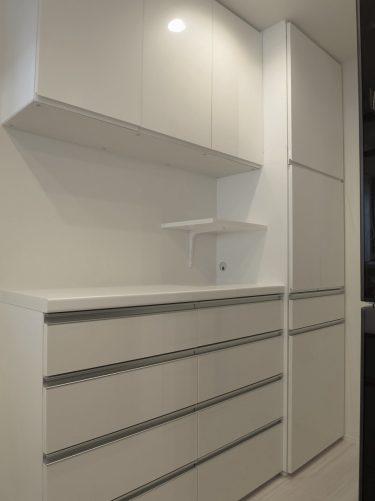 キッチンの調理家電を省スペースにまとめたオーダー食器棚|施工事例|東京都杉並区・戸建て